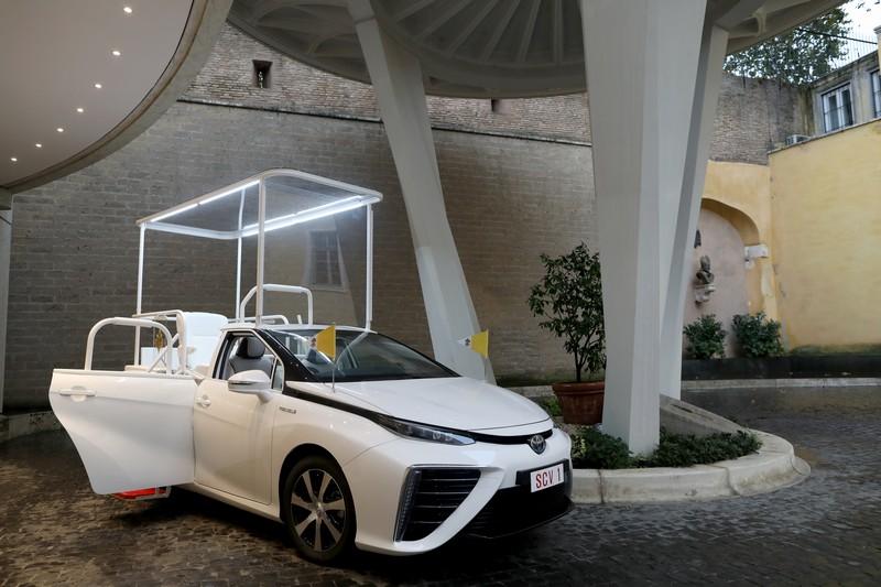 Foto Delantera Toyota Mirai Papamovil Dos Volumenes 2020