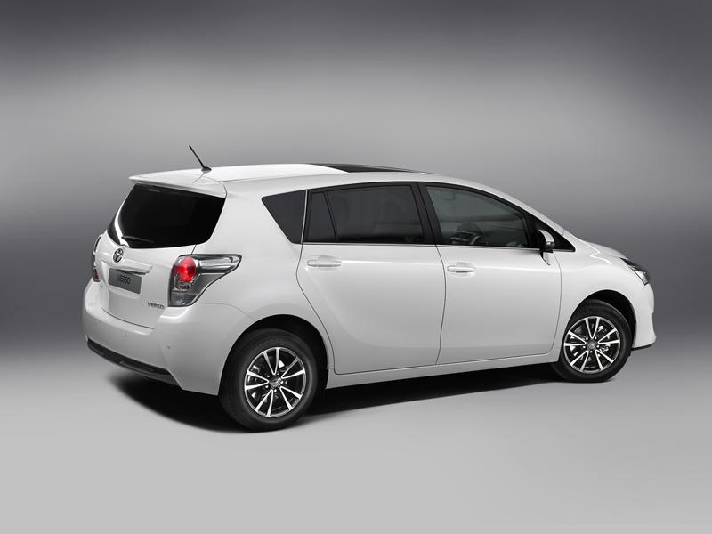 Foto Lateral Toyota Verso Monovolumen 2013