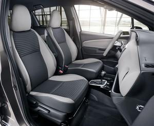 Foto Interiores 1 Toyota Yaris Dos Volumenes 2016
