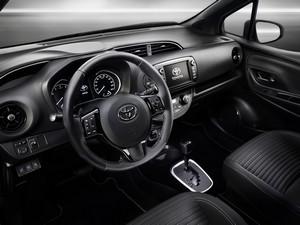 Foto Salpicadero Toyota Yaris Dos Volumenes 2017