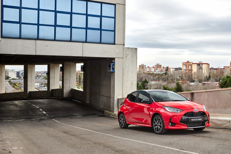 Foto Delantera Toyota Yaris Electric Hybrid Style Premiere Edition Dos Volumenes 2020