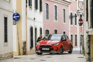 Foto Exteriores (11) Toyota Yaris-hybrid Dos Volumenes 2020