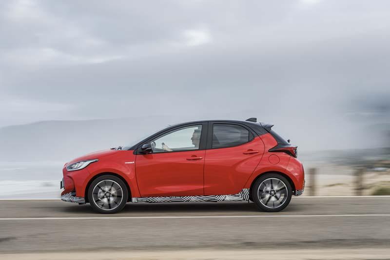 Toyota Yaris Hybrid 2020, foto lateral