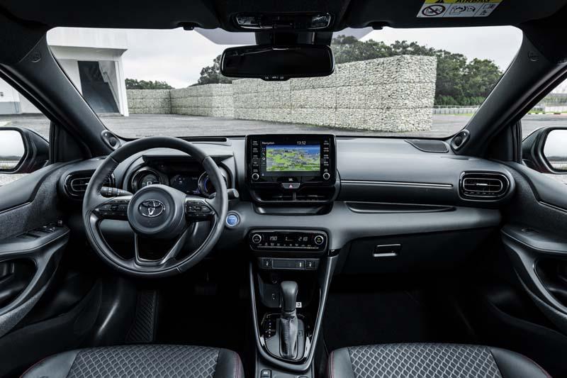 Toyota Yaris Hybrid 2020, foto salpicadero