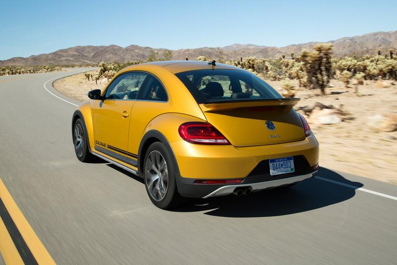 Foto Trasera Volkswagen Beetle Dune Dos Volumenes 2016