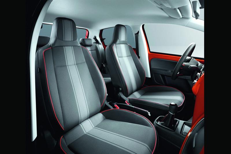 Foto Interiores Volkswagen Fender Up Dos Volumenes 2013