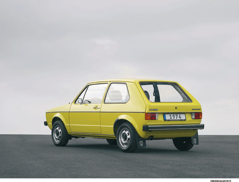 Foto Trasera Volkswagen Golf Dos Volumenes 1974