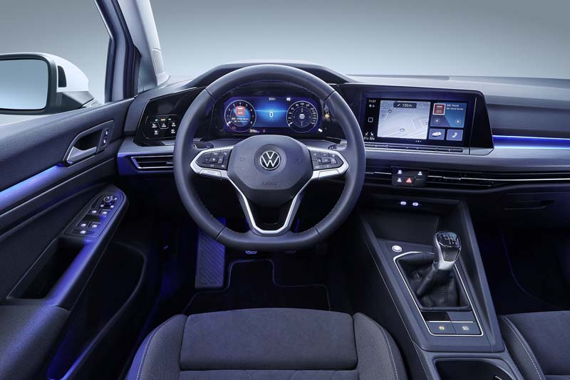 Volkswagen Golf 8, foto salpicadero