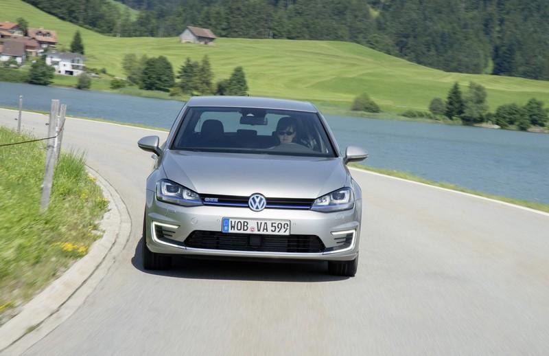 Foto Delantera Volkswagen Golf Gte Prueba Dos Volumenes 2016