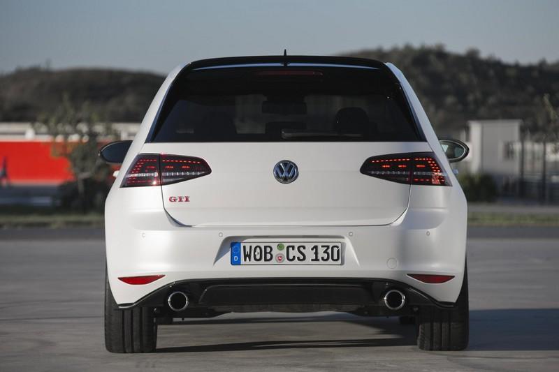 Foto Trasera Volkswagen Golf Gti Clubsport Dos Volumenes 2016