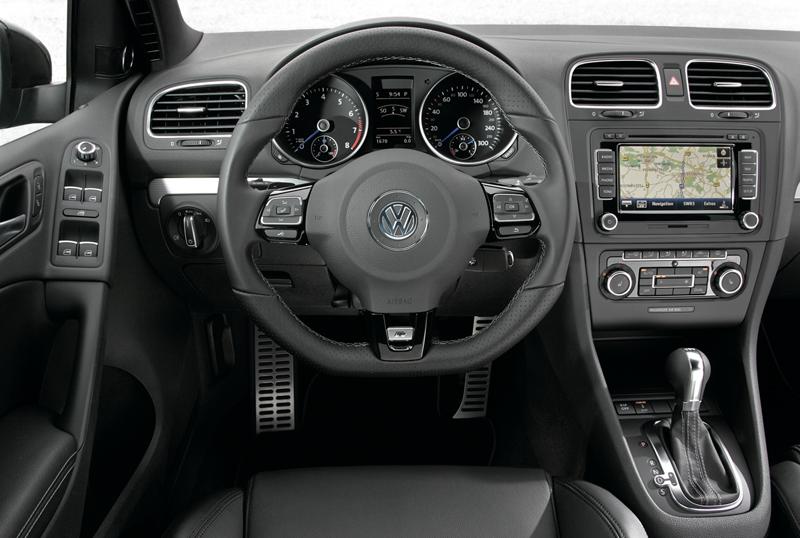 Foto Salpicadero Volkswagen Golf R Dos Volumenes 2010