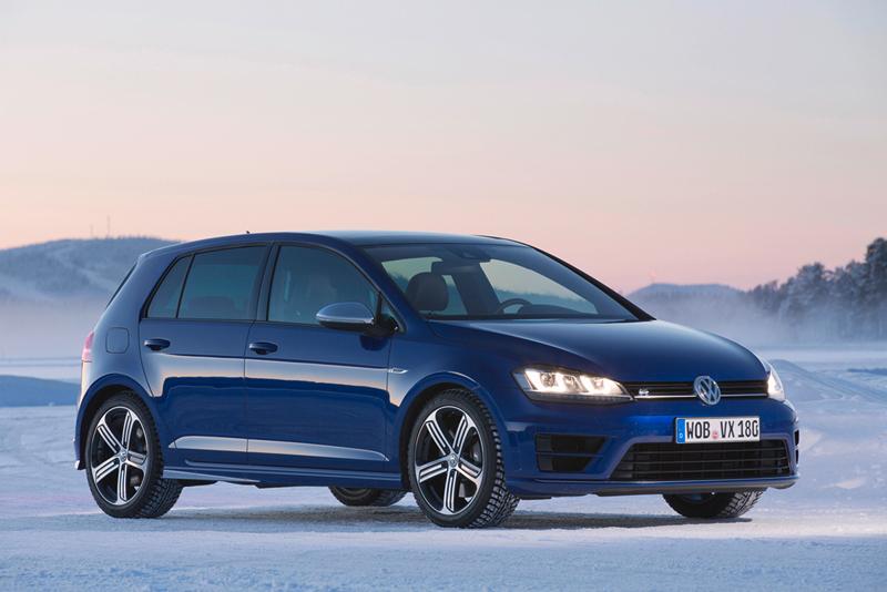 Foto Lateral Volkswagen Golf R Dos Volumenes 2014