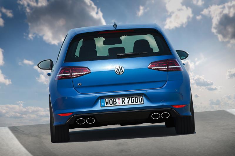 Foto Trasera Volkswagen Golf R Dos Volumenes 2014