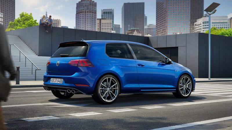 Foto Trasera Volkswagen Golf R Dos Volumenes 2017