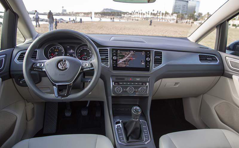 Volkswagen Golf Sportsvan 2017, foto salpicadero