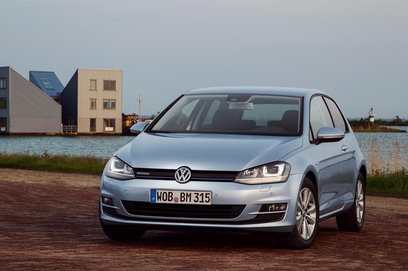 Foto Perfil Volkswagen Golf Tdi Bluemotion Dos Volumenes 2013