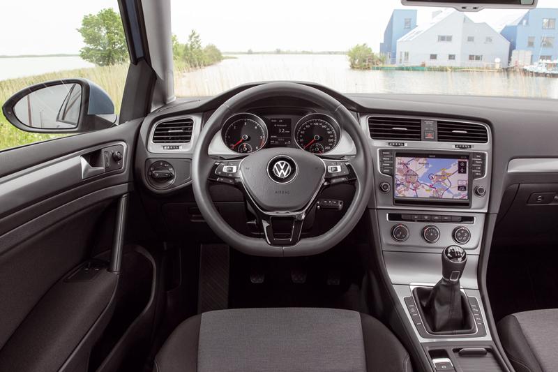 Foto Salpicadero Volkswagen Golf Tdi Bluemotion Dos Volumenes 2013