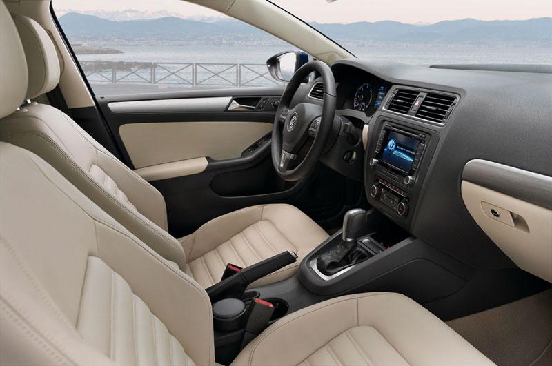 Foto Interiores Volkswagen Jetta Berlina 2011