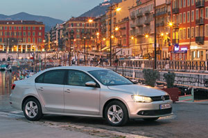 Foto Exteriores (4) Volkswagen Jetta Sedan 2011