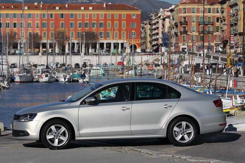 Foto Exteriores (10) Volkswagen Jetta Sedan 2011
