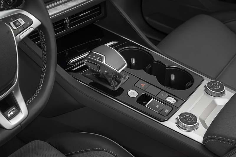 Volkswagen Touareg 2018, foto consola central