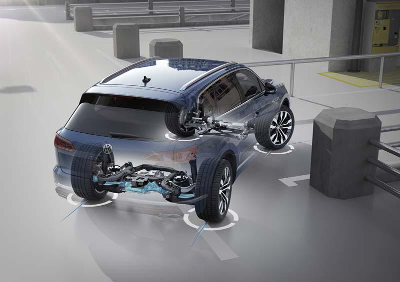 Volkswagen Touareg 2018, foto dirección en cuatro ruedas