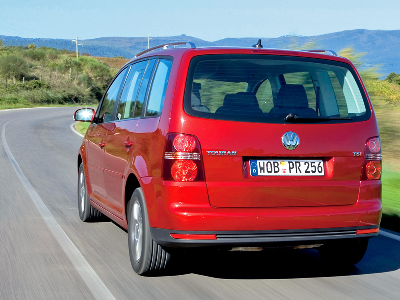 Foto Trasero Volkswagen Touran Monovolumen 2007