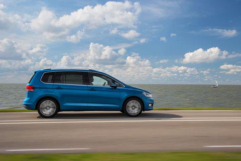 Foto Exteriores (11) Volkswagen Touran Monovolumen 2015