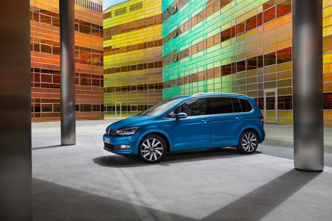 Foto Exteriores (15) Volkswagen Touran Monovolumen 2015
