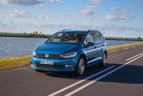 Foto Exteriores (18) Volkswagen Touran Monovolumen 2015