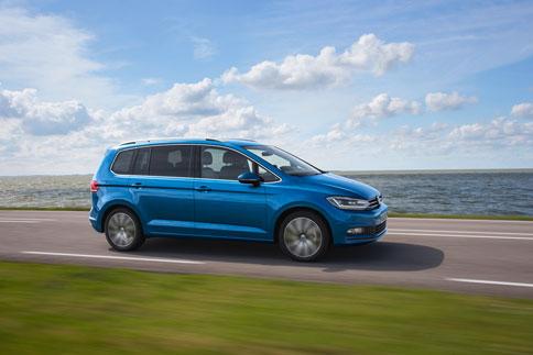 Foto Exteriores (2) Volkswagen Touran Monovolumen 2015