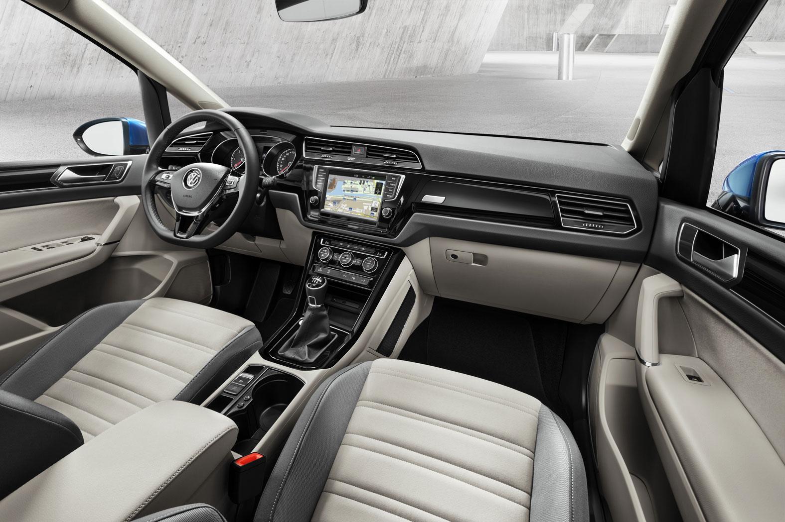 Foto Interiores Volkswagen Touran Monovolumen 2015