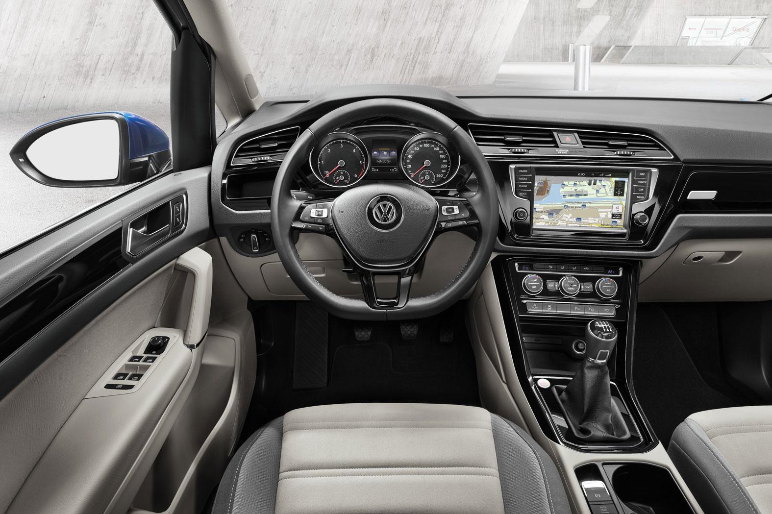 Foto Salpicadero Volkswagen Touran Monovolumen 2015