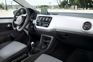 Foto Interiores_07 Volkswagen Up Dos Volumenes 2011