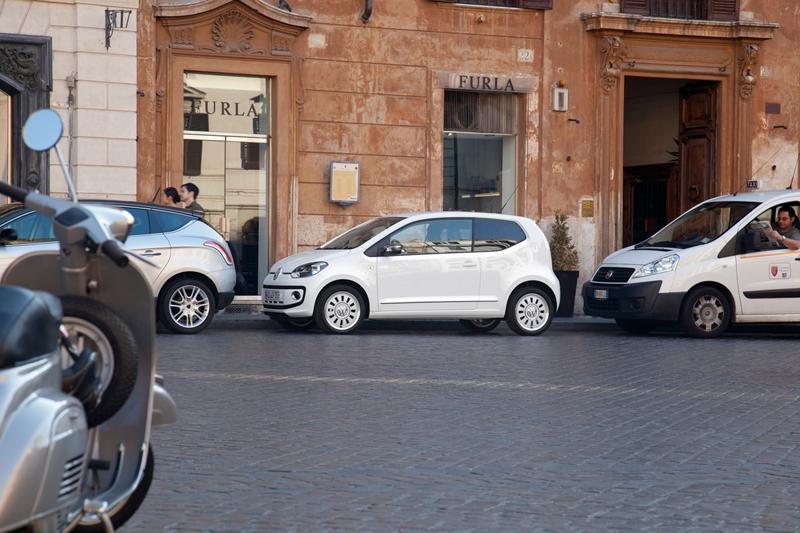 Foto Exteriores_42 Volkswagen Up Dos Volumenes 2011