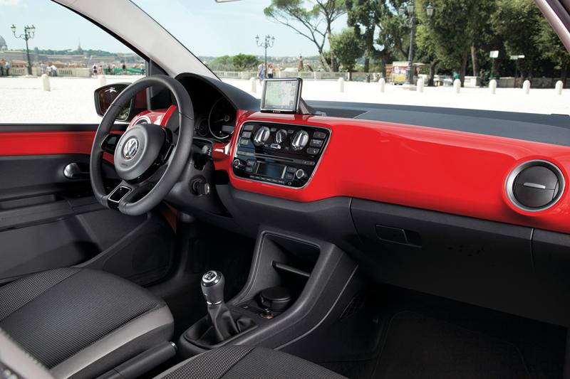 Foto Interiores_06 Volkswagen Up Dos Volumenes 2011