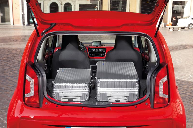 Foto Interiores_12 Volkswagen Up Dos Volumenes 2011