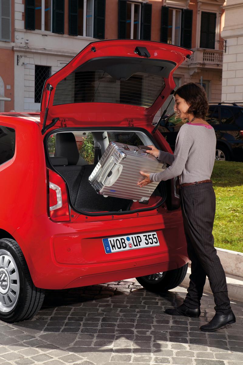 Foto Interiores_13 Volkswagen Up Dos Volumenes 2011