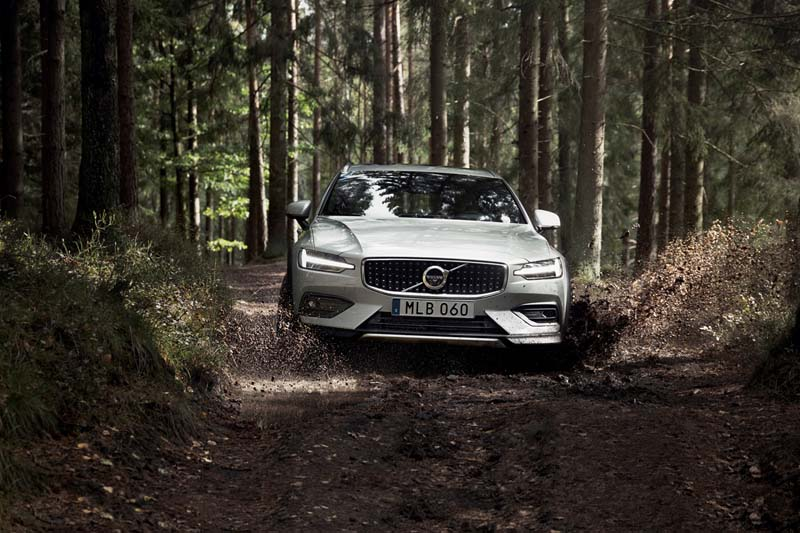 Volvo V60 Cross Country 2019, foto delantera