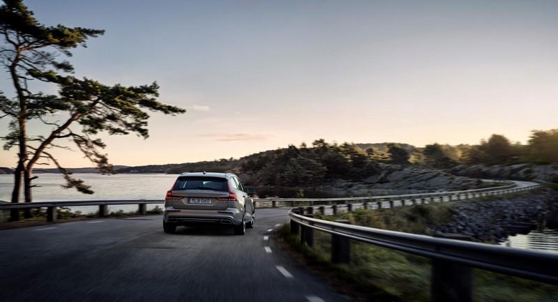 Foto Trasera Volvo V60 Familiar 2018