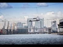 El Jaguar XF cruza un río en Londres