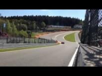 Maserati trazando la curva Eau Rouge Raidillon de Spa-Francorchamps
