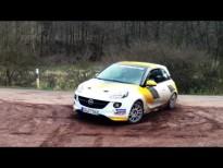 El Opel Adam haciendo drifting (derrapes)