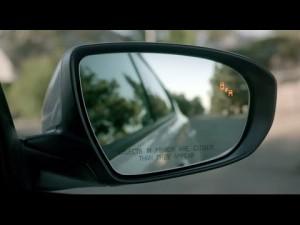 Kia Optima aviso de ángulo muerto con tráfico trasero