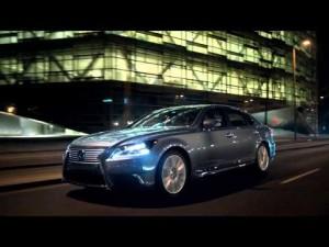 Anuncio del Lexus LS Mirando hacia adelante