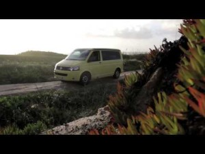 Volkswagen California: Persiguiendo olas con Aritz Aramburu