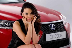 Adriana Ugarte se asocia con Lexus