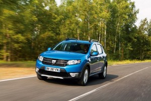 El mercado de turismos creció en octubre un 8,4% impulsado por las empresas, siendo el Dacia Sandero nuevamente líder