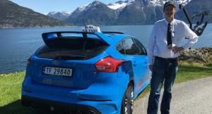 Una carrera en toda regla con este Ford Focus RS taxi