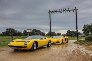El Lamborghini Miura viaja hasta la ganadería española que le da nombre